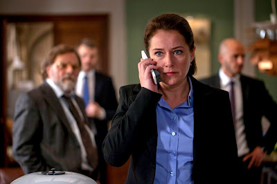Ep18_Birgitte-on-phone
